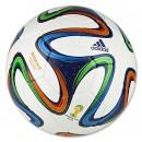 Banh bóng đá sân lớn Adidas Brazuca