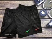 Quần shorts Nike kẻ sọc